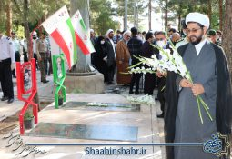 عطر افشانی قبور شهدا در روز حماسه و ایثار شهرستان شاهین شهر و میمه