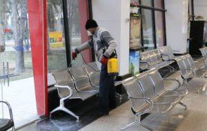 ضدعفونی روزانه اماکن و وسایل نقلیه عمومی در شاهین شهر برای پیشگیری از ابتلا به ویروس کرونا