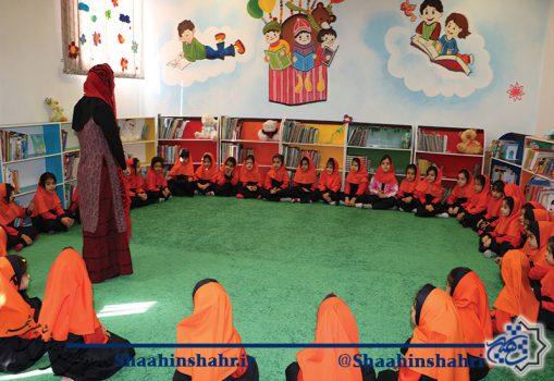 بازدید دانش آموزان از کتابخانه نگارستان
