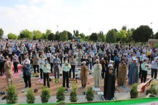 اقامه نماز عید سعید فطر در جوار یادمان شهدای گمنام