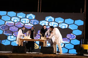 نمایش های مهیج علمی جوانان را دور هم جمع کرد