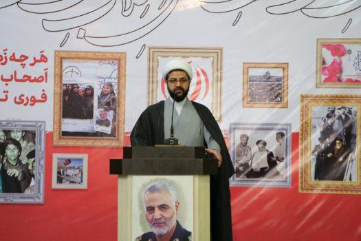 تببین آرمانهای انقلاب و ترویج فرهنگ انقلابی از بروز خسران و زیان در نظام مقدس جمهوری اسلامی جلوگیری میکند.